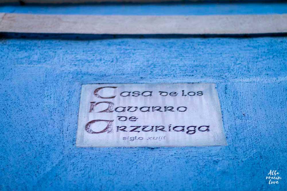 Imagen del cartel de la Casa de los Navarro de Arzuriaga en Albarracín