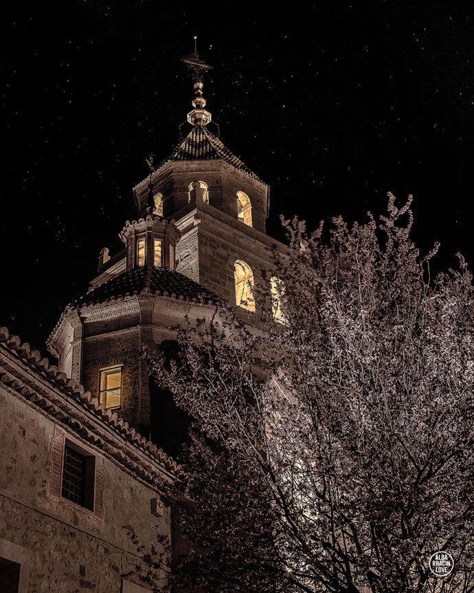 Fotografía de la Catedral de Albarracin por la noche
