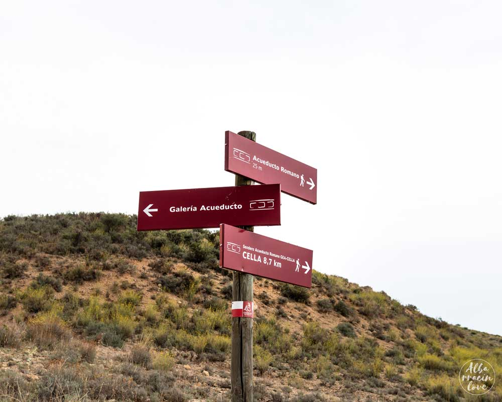 Fotografía de Los carteles indicativos de varias rutas del Acueducto Romano de Albarracín