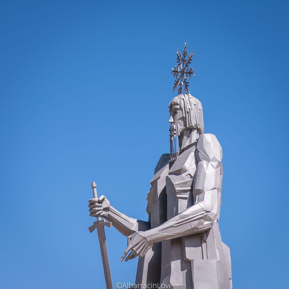 Fotografía de la escultura en detalle del Padre Tajo