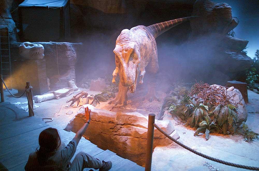 Imagen del Espectáculo del dinosaurio T Rex, en Dinópolis teruel.