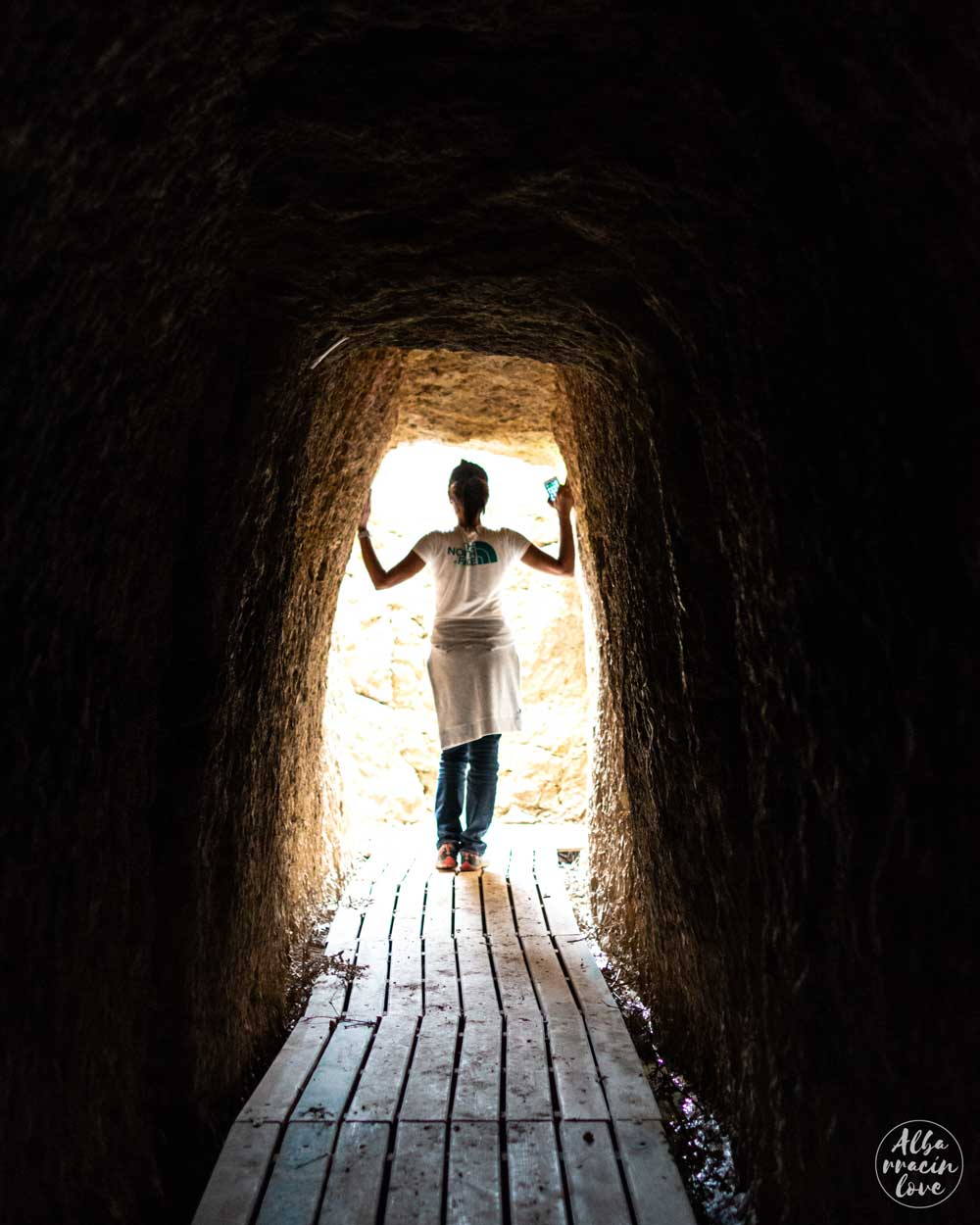 Fotografía de la entrada del Acueducto Romano de Albarracín