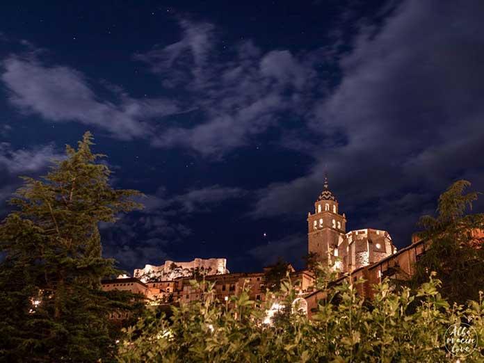 Fotografía nocturna de Albarracín