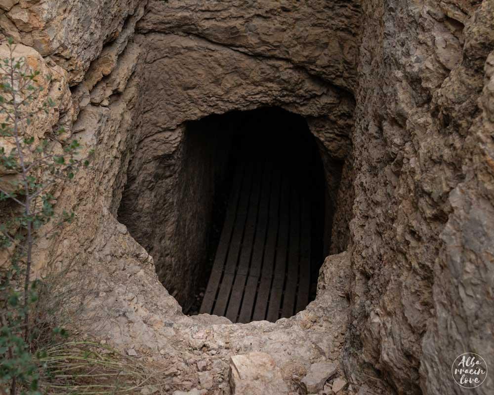 Fotografía del acceso al Acueducto de Gea